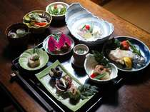 屋久島の食材を使った全12品の懐石スタイルの御食事
