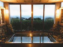 大海原を望む展望風呂
