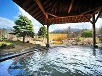 【露天風呂】(夏)岩手山を望む源泉掛け流し露天風呂