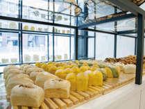 【朝食付】国産小麦・自家製天然酵母にこだわったベーカリー「エクル」でのパンビュッフェ朝食付!!
