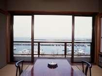 [写真]【眺楽亭】海・目の前の客室例