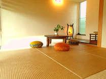【琉球畳の和室(6畳)】お洒落でモダンな雰囲気の「和」を取り入れた琉球畳の和室です。