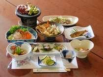 【山の幸を満喫】 近郊食材全10品 2食付の夕食一例。