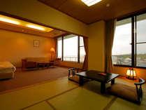 天気が良ければ富士山が望める広々とした和洋室