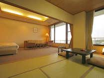 【富士山側の和洋室】天気が良ければ富士山が望める広々としたお部屋(64平米/バストイレ付)