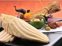 柚子釜・姫サザエなどを使った、料理長渾身の前菜です。季節の味覚をご堪能ください。一例