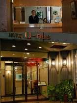 ホテルユーナスのフロントがお客様をあたたかくお迎えいたします。