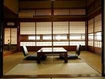 風情漂う屋久杉造りの客室