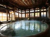 【桃山風呂】クラシックな落ち着きと豪華さを漂わせる趣