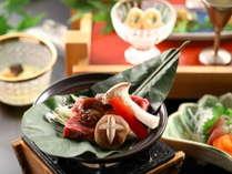 甘くて柔らかいリンゴで育った信州牛を『朴葉焼き(ほおばやき)』に!特製の合わせ味噌で召し上がれ!