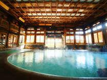 登録有形文化財の【桃山風呂】木のぬくもりを感じる、解放感あふれる楕円形のお風呂