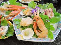 【ご夕食の一例】地元の新鮮な魚介をお料理いたします。※仕入状況によりメニューは変わります