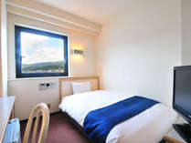 ≪デュベスタイル≫にリニューアルしたベッドで、清潔かつ快適なお部屋に。(写真はシングルの一例)