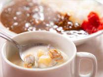 当ホテルが「ぜひ食べて欲しい朝ごはん」としてオススメする≪クラムチャウダー&メカカレー≫