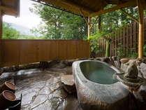 【春隣庵 -SHUNRINAN-】茅葺きの離れ/刳り貫き石の湯船