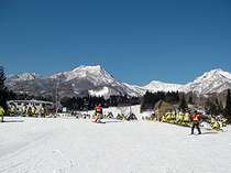 赤倉温泉スキー場までは徒歩3分。絶好の好立地!