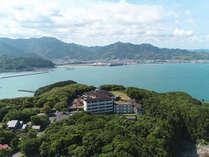 熊野灘を一望する高台に位置しております