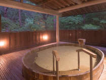 しっとり滑らかな泉質の自家源泉。ひのき露天風呂