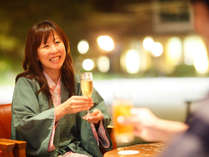 夕食後は「バー赤松」で乾杯。【営業時間 20:00~23:00(閉店30分前ラストオーダー)】
