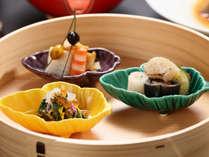 目で見て笑顔になり召し上がってまた笑顔になる。そんな日本料理をお届けいたします。
