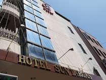 ☆ホテルの外観☆独特で個性的な外観の建物です。