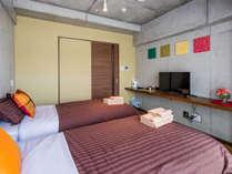 デザイナーズマンション風のシンプルなデザインです。全室に無料WiFiを完備しています。