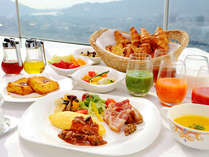 豊富な食材を朝の景色とともに