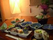 海の幸がいっぱいの夕食膳