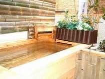檜作りの客室露天風呂