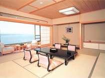 七尾湾が朝夕刻々と変わるのを眺められる客室『涌浦館』