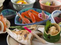 和牛炙りに、秋冬は蟹&ブリ付き♪人気の郷土料理「海鮮いしる鍋」も好評です