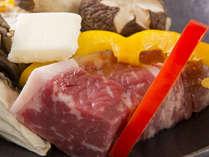 お肉も食べたい方に♪柔らかい国産和牛を軽く炙りながらどうぞ♪