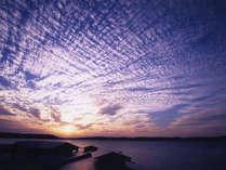 黄昏時の七尾湾。お部屋からの絶景!