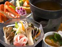 あったか小鍋には食物繊維いっぱいの海藻やキノコもたっぷり♪