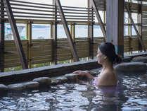 海を望む露天風呂。女性露天も海がみえます(少し垣根をほどこしてありま
