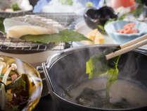 豪華ではないけれど体に優しい朝の和定食。春はとれたて海藻のお味噌汁もうれしい♪