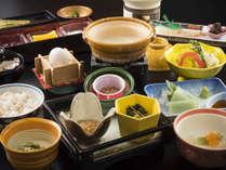 【リニューアル朝食】麦とろごはんや出来立て豆腐を味わって♪