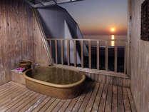 *お部屋付きの露天風呂…海を眺めてのんびりと。