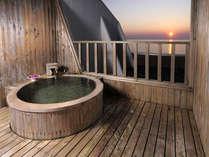 *海を眺めながら入る、お部屋付の露天風呂─