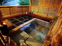 貸切露天風呂『こもれびの湯』…カップル、夫婦、ご家族でおくつろぎ下さい。