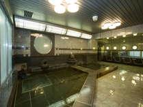 【大浴場】広々とした大浴場でゆっくりとお寛ぎ下さいませ。