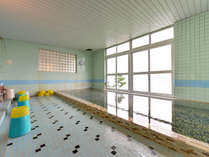 *大浴場/仁伏温泉は肌にやさしい単純温泉。湖畔を眺めながら至福のひと時をお過ごし下さい。