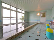 *大浴場/湯量あふれる100%源泉かけ流しの天然温泉。運動機能障害、疲労回復、リウマチ・神経病に◎