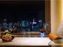 刻々と表情を変える眺望は、まるで都会の万華鏡。30~36階に位置する高層ホテルならではの空間。