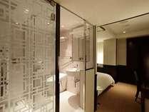 セミダブルA 浴槽はありませんがミストシャワーも楽しめるシャワーパネル完備♪