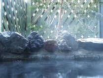 【泉質】ナトリウムーカルシウム硫酸塩泉。 きり傷や冷え性などに効果があります。