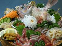 主人が仕入れ調理する新鮮な魚介の舟盛別注文にて承ります。