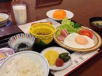 朝食は和食セットをご用意。