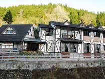 ≪外観≫花合野川沿いに建つ当ペンション。全7室でプライベート◎。由布院への観光も楽々です♪