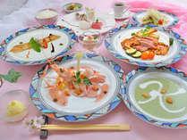 夕食の一例:豊後牛ステーキコース。本格洋風コースを気取らずにお箸でお召し上がり頂きます。